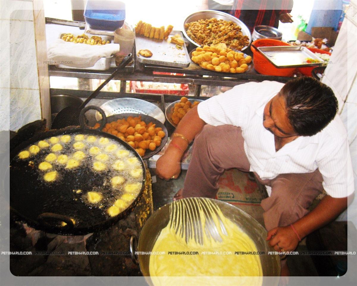 vade-moti bazar-Gurgule-Vade-Jammu-Dogra-Cuisine-Food