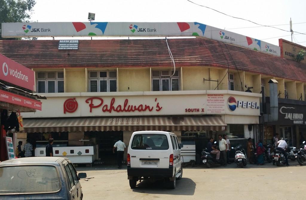 Pahalwan di hatti-Gandhi Nagar